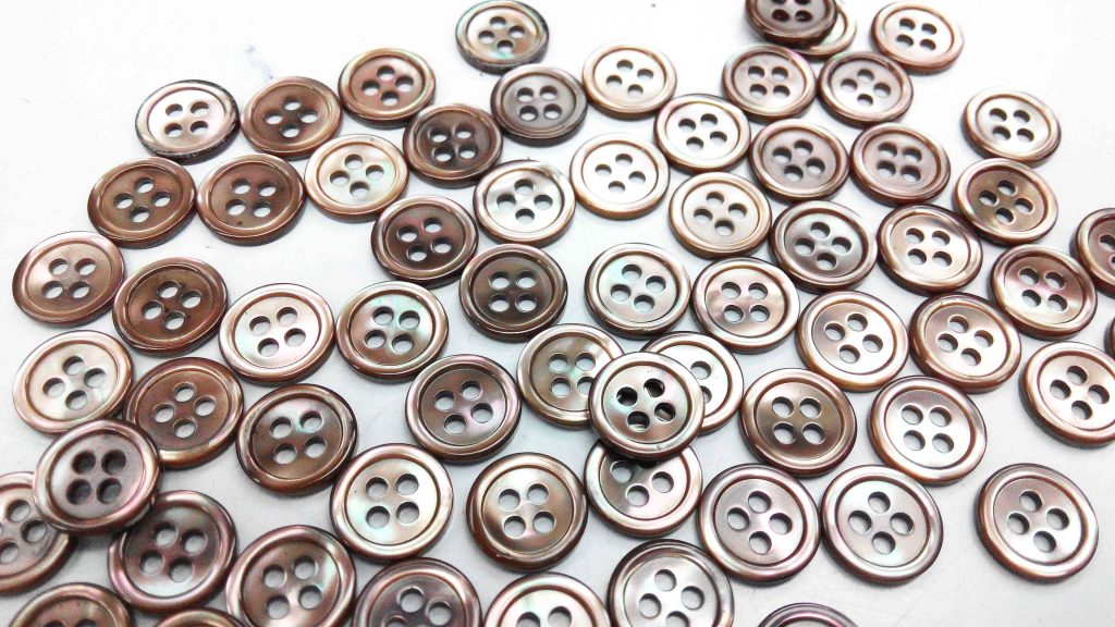 dyed brown pearl shirt buttons